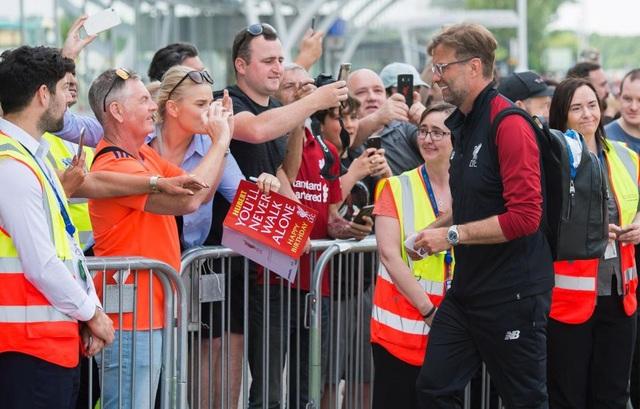 Liverpool được chào đón như những người hùng khi đổ bộ xuống Kiev - 8