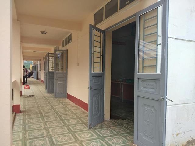 Thì nay đã được báo Dân trí hỗ trợ sửa chữa lại toàn bộ cửa nhôm bằng cửa sắt