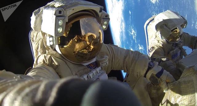 """Các nhà khoa học Nga sẽ biến """"hơi thở ra"""" của các phi hành gia thành nước - 1"""