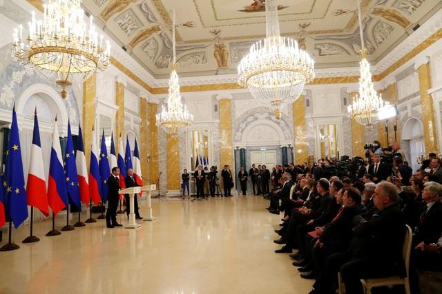 Trong chuyến thăm của Tổng thống Pháp tới Nga, hai nước đã ký kết các thỏa thuận hợp tác đầu tư với tổng giá trị lên tới 1 tỷ euro (1,17 tỷ USD). Các tập đoàn năng lượng lớn của Nga đều giao kết hợp đồng với Pháp.