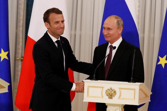 """""""Chúng ta là hai quốc gia có vị trí đặc biệt là thành viên thường trực của Hội đồng Bảo an Liên Hợp Quốc, chúng ta có quan hệ lịch sử sâu sắc cũng như các mối quan hệ trong chính sách quan hệ quốc tế. Do vậy tôi tin rằng chúng ta có thể tìm ra các giải pháp và hợp tác cùng nhau trong mọi vấn đề"""", Tổng thống Macron cho biết."""