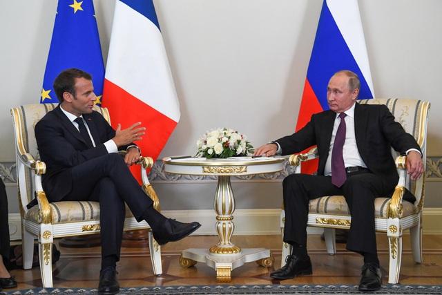 Tổng thống Macron hôm qua bắt đầu chuyến thăm chính thức kéo dài 2 ngày, từ 24-25/5, tới Nga và sẽ tham dự các hoạt động trong khuôn khổ Diễn đàn Kinh tế Quốc tế St Petersburg (SPIEF).