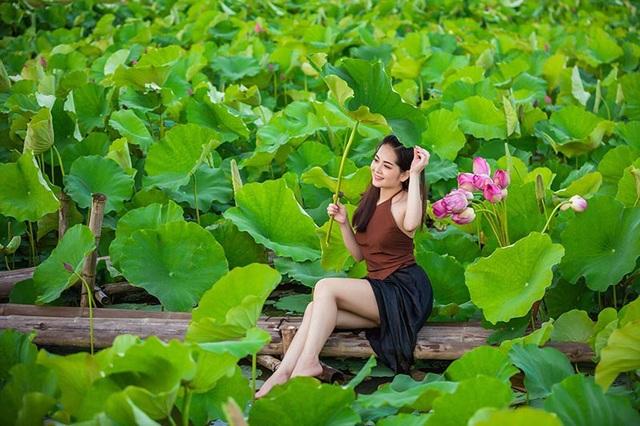 Sở hữu vẻ ngoài cuốn hút, đôi mắt to tròn, ở độ tuổi 19, Vũ Phương khá năng động trong công việc cũng như cuộc sống thường nhật. Cô theo đuổi đam mê kinh doanh thay vì chọn con đường học đại học, với Phương dù đi theo hướng nào cũng cần có đam mê, kiên trì thì thành công sẽ mỉm cười.