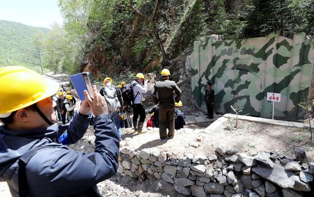 Cận cảnh đường hầm số 3 tại khu thử hạt nhân Punggye-ri khi còn nguyên vẹn. (Ảnh: Reuters)