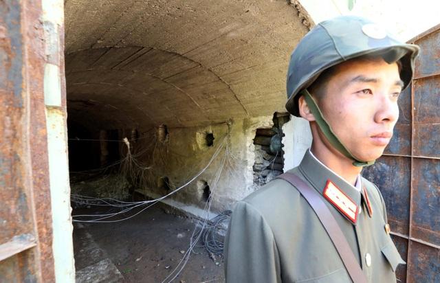 Một phần đường hầm số 3 hé lộ trước khi bị phá hủy. (Ảnh: Reuters)