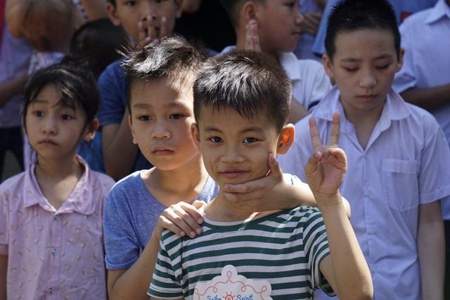 Lễ bế giảng đặc biệt của học sinh khiếm thính ở Hà Nội - 10