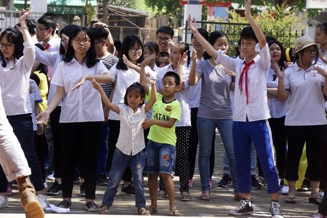 Lễ bế giảng đặc biệt của học sinh khiếm thính ở Hà Nội - 12