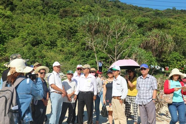 Các đoàn đại biểu tham quan nơi bảo tồn rùa biển tại Khu dự trữ sinh quyển