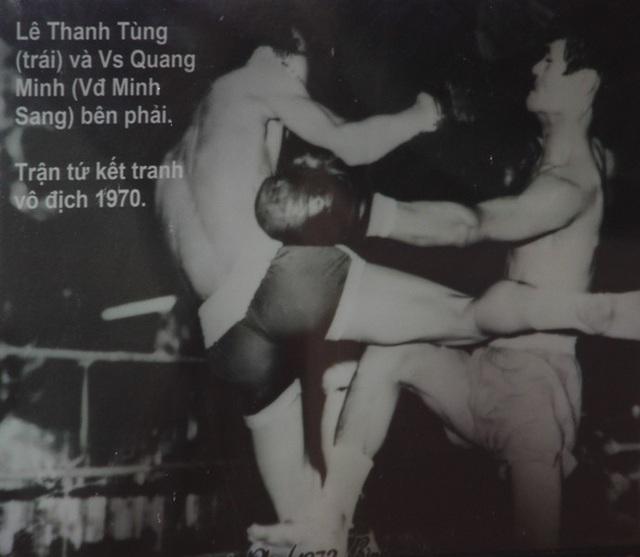 Thần cước Lê Thanh Tùng (trái) trong trận tứ kết tranh vô địch năm 1970.
