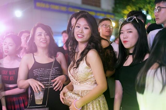 Nữ sinh Nguyễn Bỉnh Khiêm lộng lẫy như công chúa trong đêm dạ hội - 10