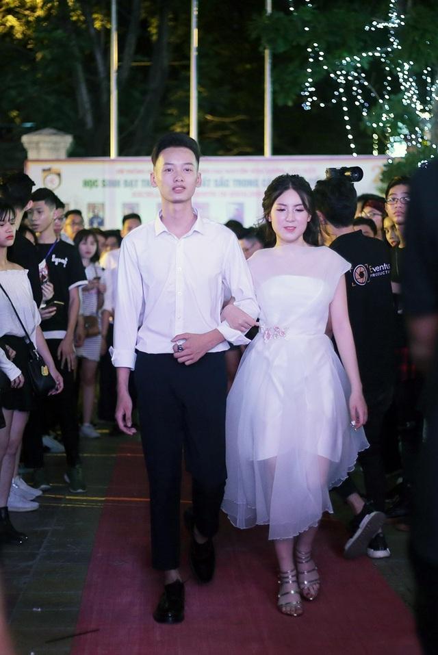 Nữ sinh Nguyễn Bỉnh Khiêm lộng lẫy như công chúa trong đêm dạ hội - 7