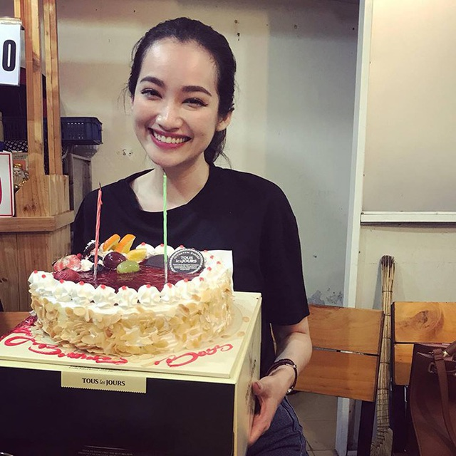 Diễn viên - người mẫu Trúc Diễm hạnh phúc vì được bạn bè và ông xã tổ chức sinh nhật sớm.