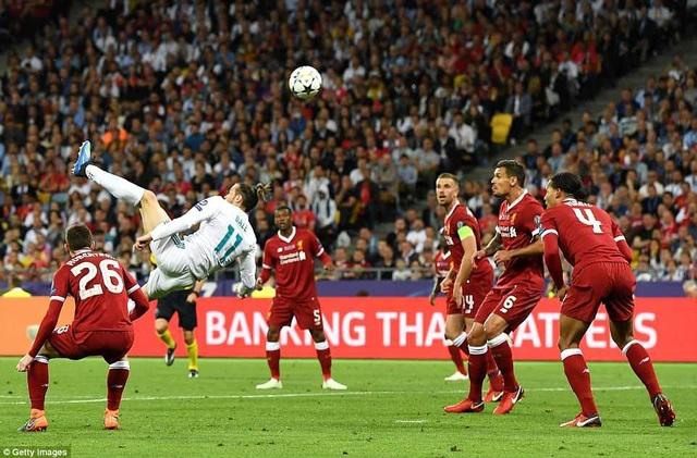 Bale móc bóng tuyệt đẹp ghi bàn nâng tỷ số lên 2-1 cho Real Madrid ở phút 62