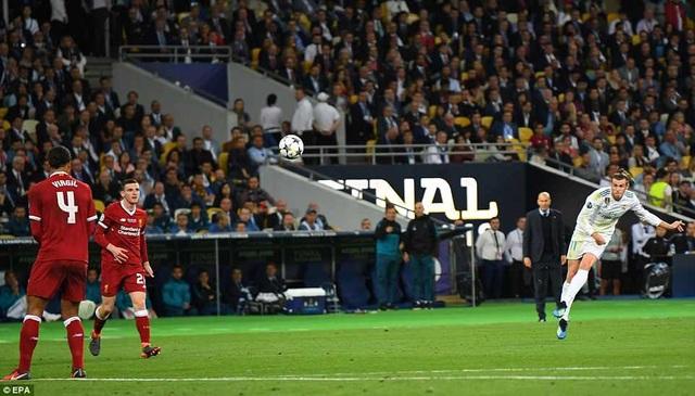 Phút 83, Bale tung cú sút xa...