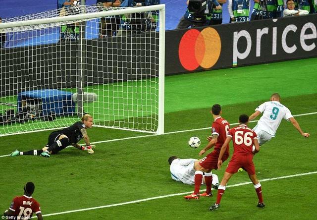 Tình huống Benzema đệm lòng vào lưới Liverpool ở phút 42