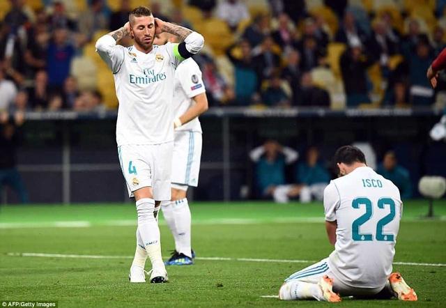 Sự tiếc nuối của Isco và thủ quân Ramos sau khi hiệp 1 kết thúc