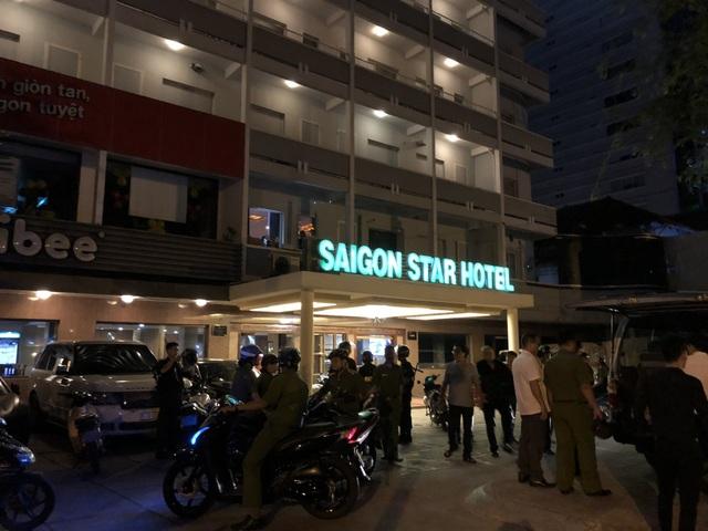 Bên ngoài là khách sạn nhưng ẩn đằng sau là quán karaoke chui kiêm bia ôm