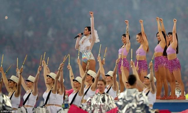 Màn ca múa hát của nước chủ nhà Ukraine trước trận chung kết