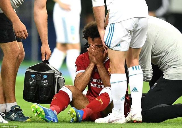 Salah khóc khi không thể tiếp tục thi đấu trận chung kết Champions League