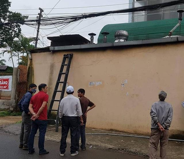 Hiện trường mái nhà nơi ông B. bị điện giật