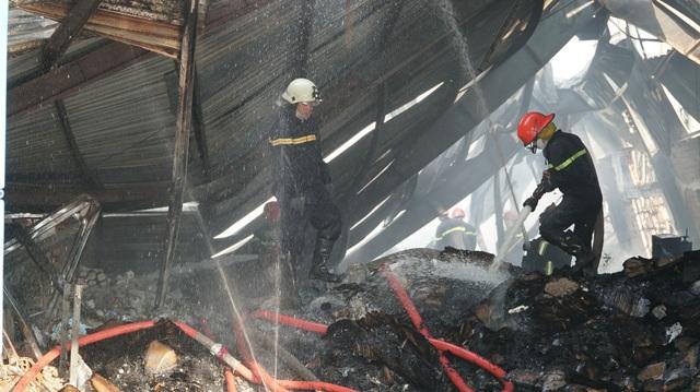 Nhà xưởng 2 công ty cháy dữ dội lúc sáng sớm - 6