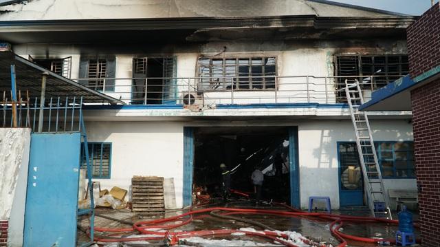 Nhà xưởng 2 công ty cháy dữ dội lúc sáng sớm - 5