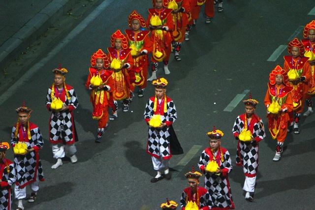 Đoàn rước Phật dài 2 km trên đường phố Huế - 8