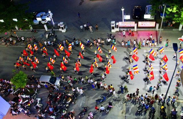 TP Huế rợp cờ trong dịp lễ Phật đản.