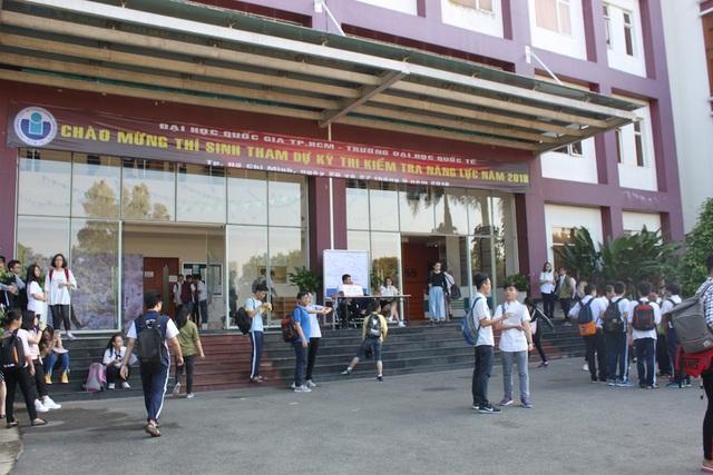 Kỳ thi kiểm tra năng lực vào trường ĐH Quốc tế (ĐH Quốc gia TPHCM) có tới hơn 6000 thí sinh dự thi (ảnh B. Hạnh)