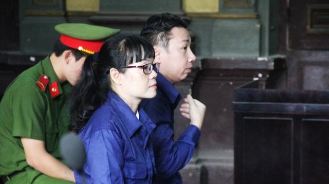 Huyền Như tỏ ra khá mệt mỏi tại phiên tòa phúc thẩm.