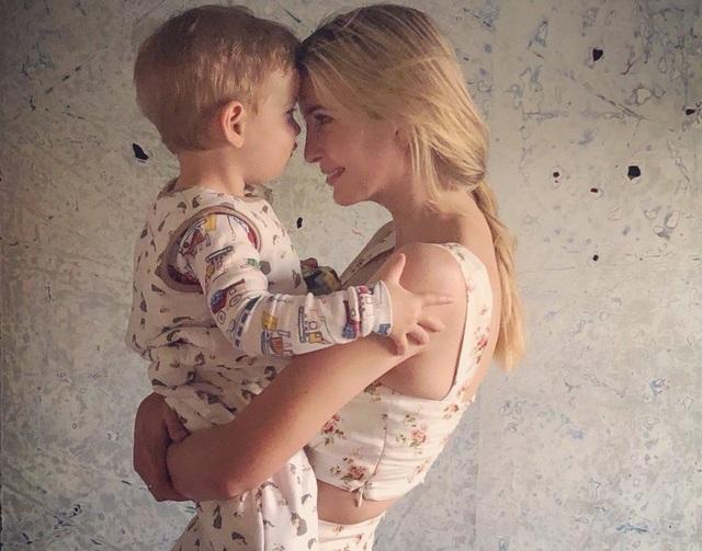 Ivanka Trump và cậu con trai 2 tuổi (Ảnh: Twitter)