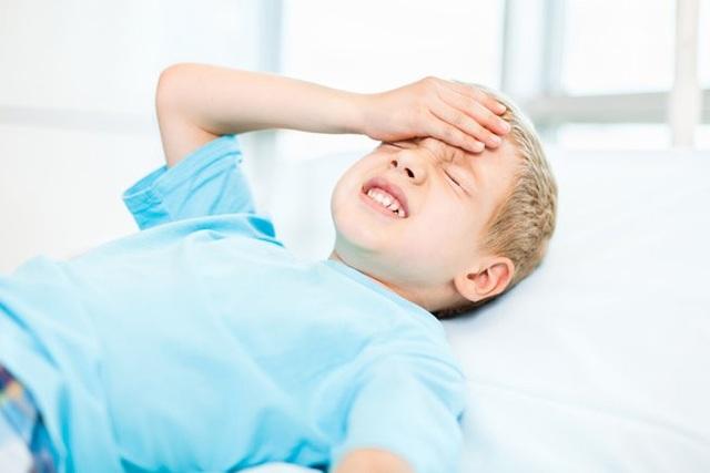 Triệu chứng thường gặp của ung thư não ở trẻ em là đau đầu, tầm nhìn giảm, gặp vấn đề về ngôn ngữ.