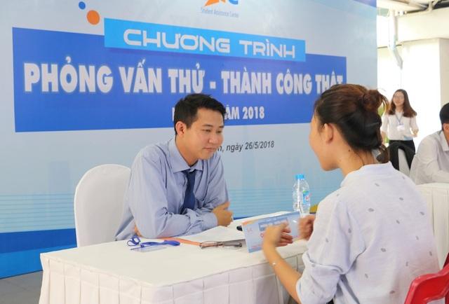Sinh viên năm cuối tại TPHCM được doanh nghiệp phỏng vấn trong chương trình Phỏng vấn thử - thành công thật