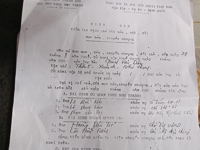 Chữ của hai lá đơn được cho là ông Dân viết và ký giống với chữ của cán bộ viết biên bản kiểm tra định giá tài sản giữa UBND xã Xuân Du và chi cục thuế huyện Như Thanh.