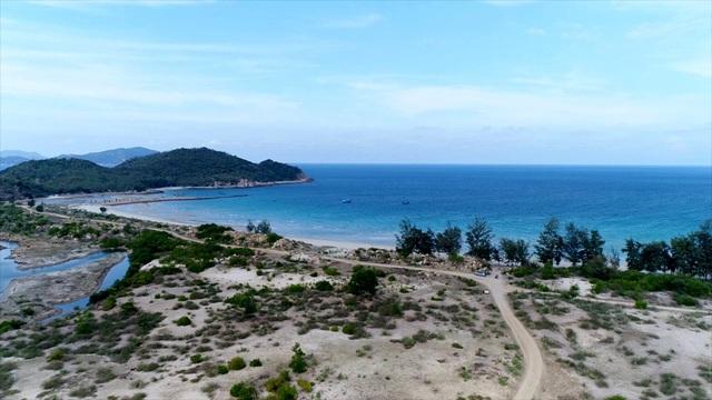 Bãi biển đẹp nhất Ninh Thuận đang bị dự án rùa bò khoá chặt.