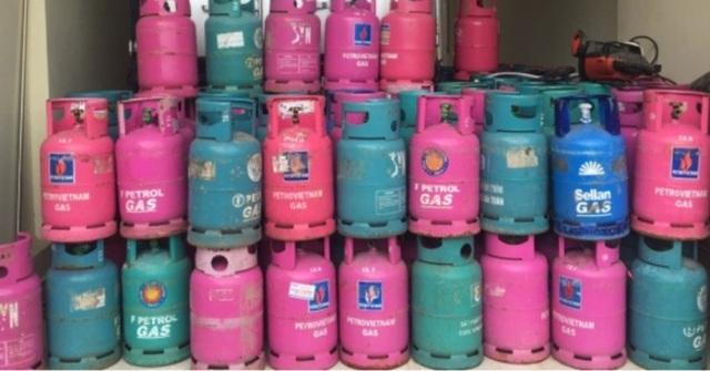 Lực lượng quản lý thị trường đã lập biên bản tạm giữ toàn bộ số bình gas cùng phương tiện nói trên để phối hợp với các cơ quan chức năng xác minh, điều tra làm rõ nguồn gốc số bình gas.