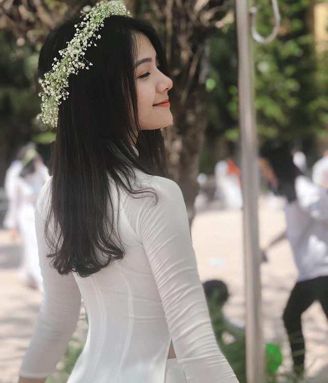 Hiện tại, trang cá nhân của Giang đã có hơn 37.000 người theo dõi, trong đó đa phần là những bạn trẻ hâm mộ vẻ đẹp trong sáng của cô