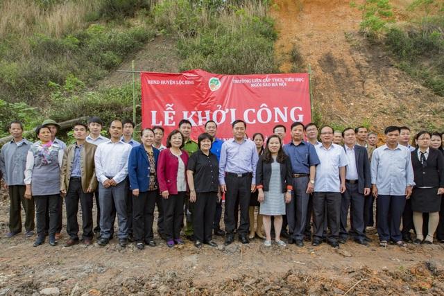 Lễ khởi công cây cầu được sự chứng kiến của đại diện chính quyền, đại diện nhà trường, BQL dự án cùng bà con nhân dân xã Tú Đoạn, huyện Lộc Bình.