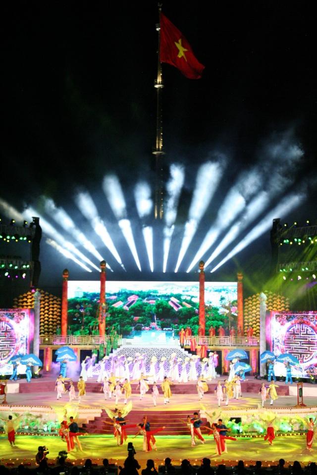 Lễ bế mạc Festival Huế 2018 diễn ra ở quảng trường Ngọ Môn - Kỳ Đài