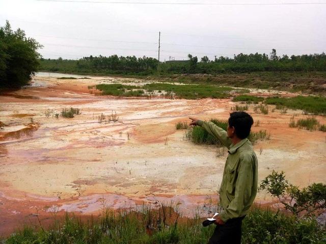 Ông Hoàng Thanh Quý xót xa trước việc nhà máy sản xuất cao lanh của Công ty Cổ phần khoáng sản và xây dựng Đồng Hới đang nuốt đất dân, bức tử khe suối, hồ đập từng ngày