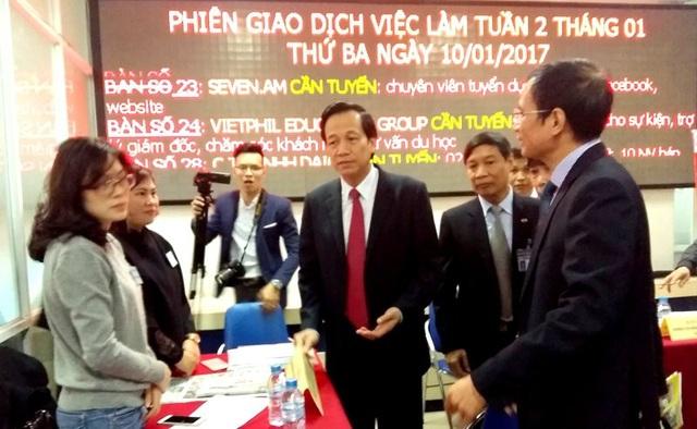 Bộ trưởng Bộ LĐ-TB&XH Đào Ngọc Dung tới dự Phiên Giao dịch việc làm đầu năm 2017 tại Hà Nội.