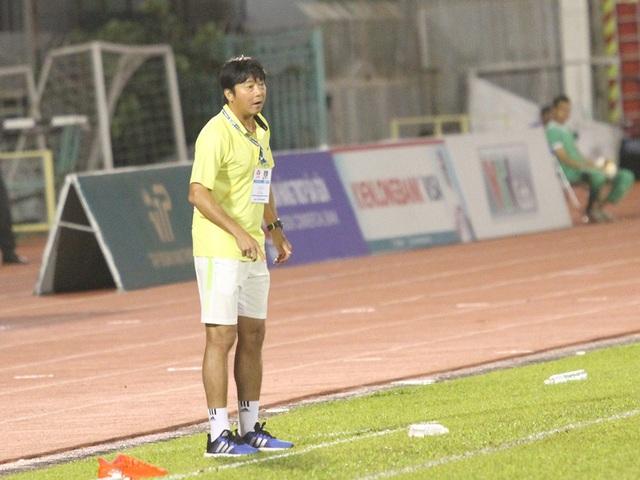 Người hâm mộ bóng đá TPHCM vẫn mong có một ngày Huỳnh Đức đứng giữa sân Thống Nhất trong tư cách chủ nhà, chứ không còn là khách của bóng đá thành phố như rất nhiều năm vừa rồi (ảnh: Trọng Vũ)
