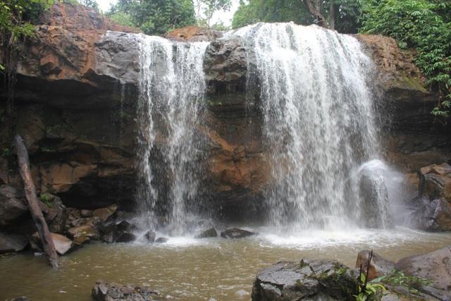 Hiện nay thác Hang Dơi đang được đưa vào quần thể phục vụ du lịch ở Kbang