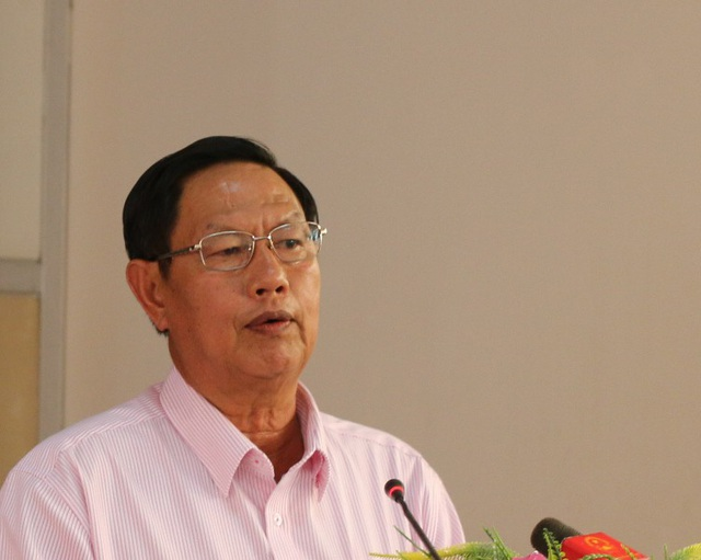 Ông Lê Văn Tâm - PCT UBND TP Cần Thơ trả lời các thắc mắc của cử tri