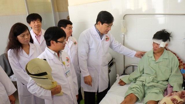 Đại diện Bộ Y tế thăm hỏi bệnh nhân vụ tai nạn nghiêm trọng xảy ra trên QL 20, huyện Đức Trọng, Lâm Đồng