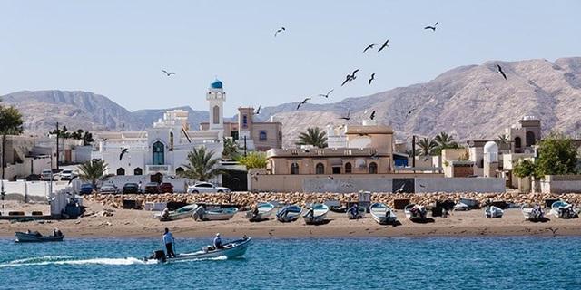 Tại Oman, du khách được học lớp học ẩm thực Ả Rập và một số bài thuốc dược thảo phương Đông