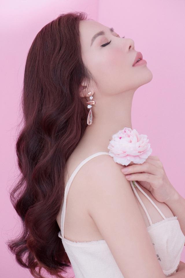 Lan Phương cho biết, ngoài công việc, niềm đam mê với thời trang, làm đẹp cũng như sở thích chăm chút cho ngôi nhà chính là những thứ giúp cô cân bằng cuộc sống.