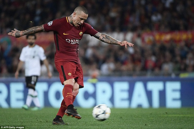 Mãi tới phút 84. Nainggolan mới ghi bàn thứ ba cho Roma bằng một cú sút xa