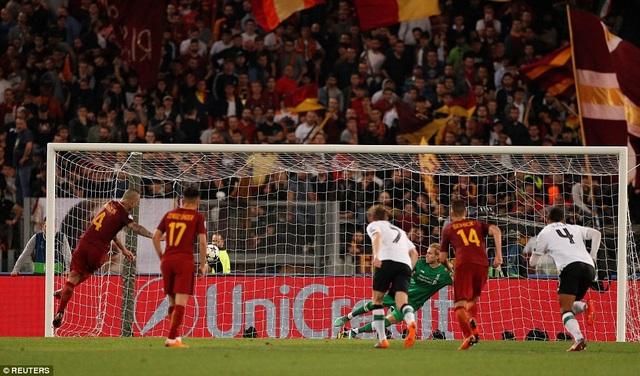 Phút bù giờ thứ ba, phút bù giờ cuối của trận đấu Nainggolan mới ghi bàn thứ tư cho Roma từ chấm phạt đền, nhưng đã quá muộn