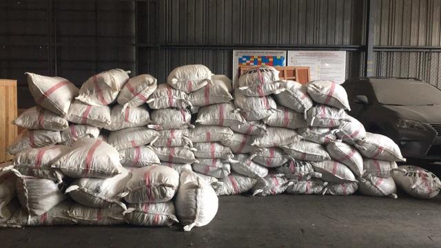Hàng trăm bao vảy tê tê trị giá hơn 60 tỷ đồng bị bắt giữ ở cảng Cát Lái - 1